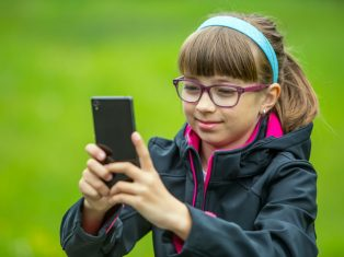 Green Spaces as Habitats for Kids, Families, and Mobile Devices