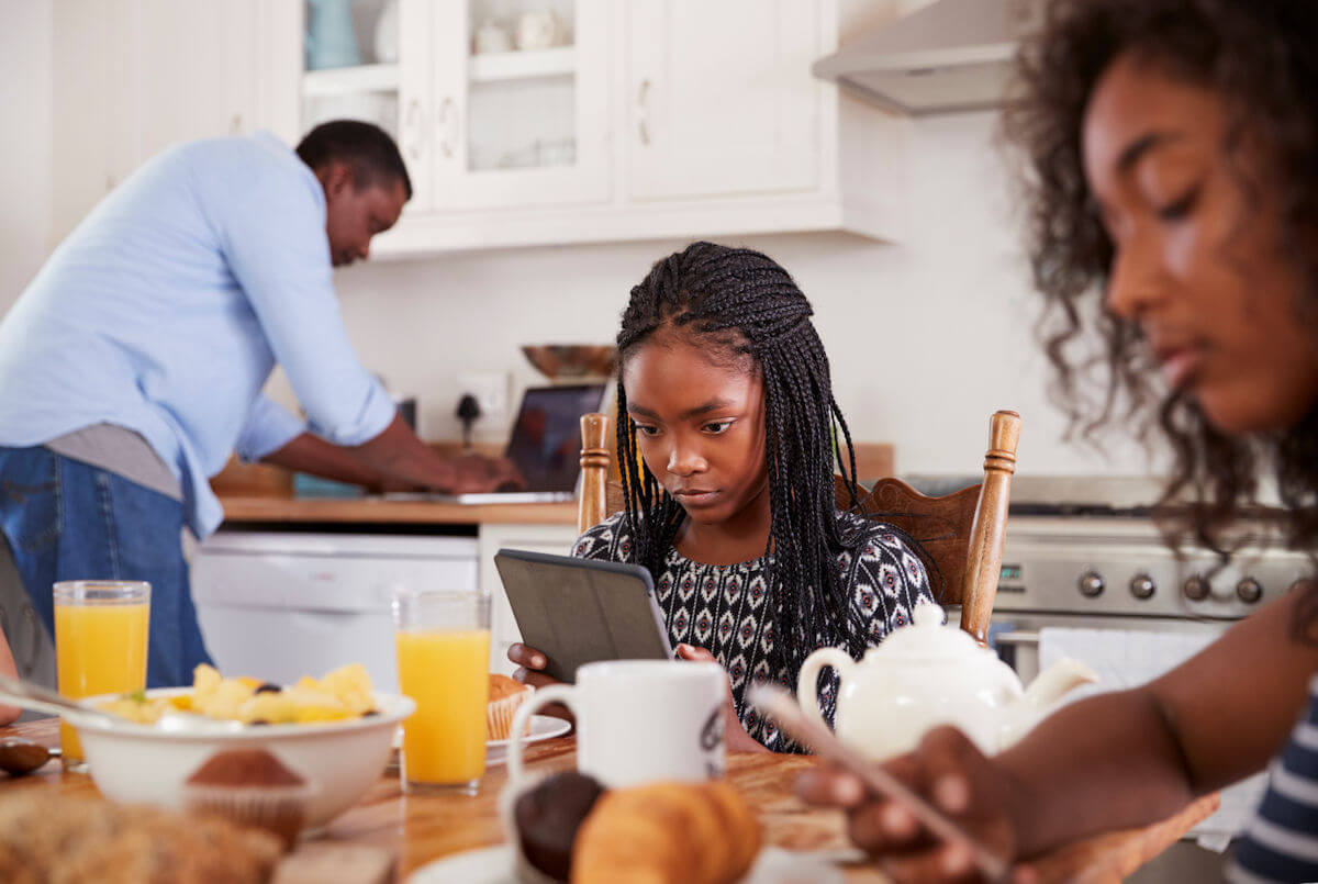 How to Limit Screen Time in a Family-Healthy Way